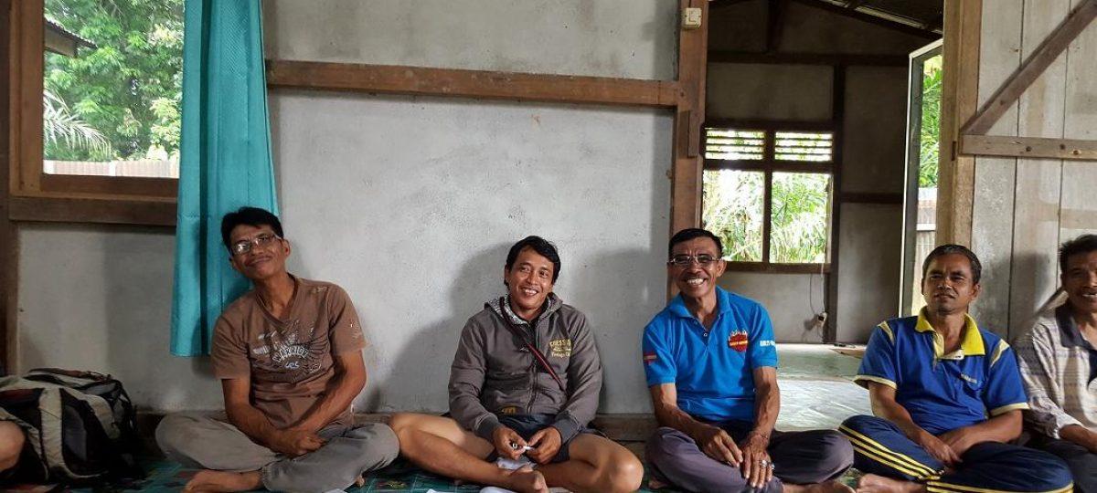 Trainer met een groep boeren in West-Kalimantan