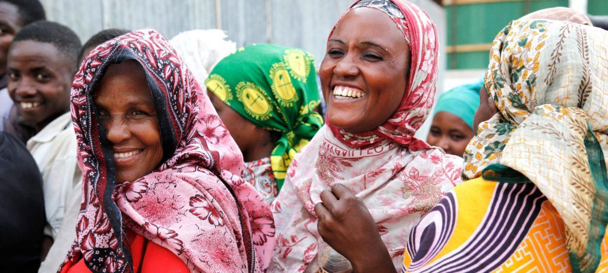 vrouwen aan het lachen