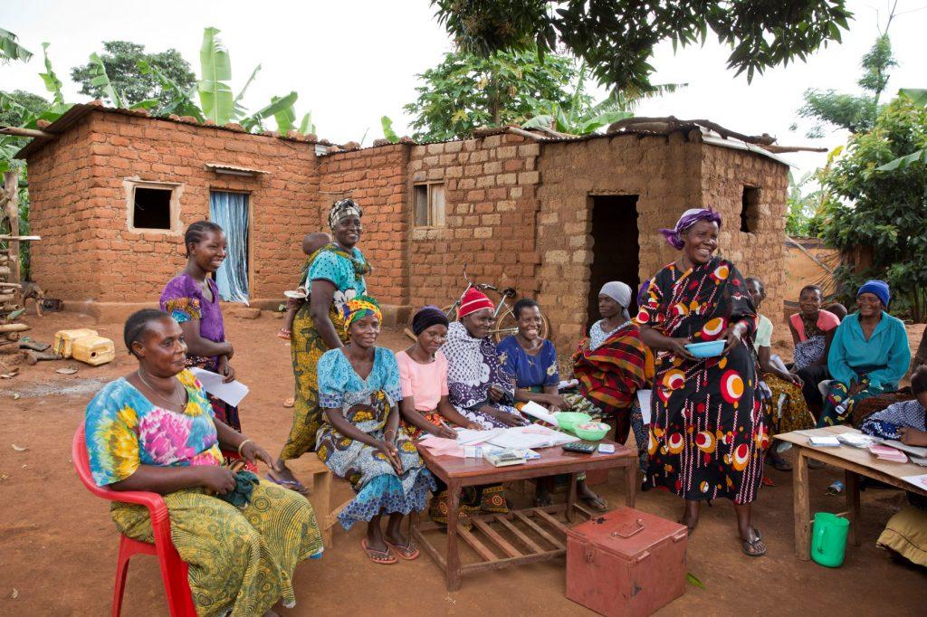 vrouwen in Golden Line programma goud Tanzania